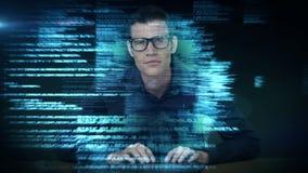 Ein Mann, der in der Zukunft eine neue Schnittstelle verwendet stock footage
