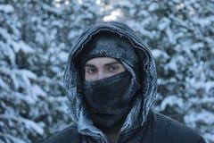 Ein Mann, der nach Alaska reist lizenzfreies stockfoto