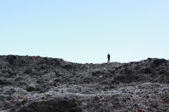 Ein Mann, der zum Ozean San Sian Tai betrachtet Lizenzfreies Stockbild