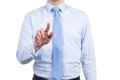 Ein Mann in einem formalen Hemd mit einer Bindung betätigt den unsichtbaren Knopf Stockfotos