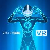 Ein Mann in einem Sturzhelm der virtuellen Realität Stockfoto