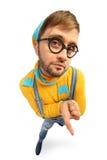 Ein Mann in einer gelben Strickjacke und im Overall Stockfoto