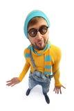 Ein Mann in einer gelben Strickjacke und im Overall Stockbild