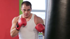 Ein Mann im Boxring