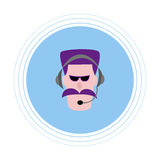 Ein Mann mit einem violetten Schnurrbart in den Kopfhörern mit einem Mikrofon Flache Ikone Lizenzfreie Stockfotografie