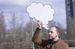 Ein Mann mit einem Zeichen Lizenzfreies Stockfoto