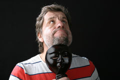 Ein Mann mit einer Schablone Stockbild