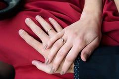 Ein Mann und eine Frau gerade heiratet Lizenzfreies Stockfoto