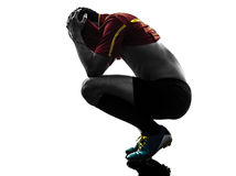 Ein Mannfußballspieler, der Verzweiflungsschattenbild löst Stockfotos