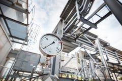 Ein Manometer oder ein Druckanzeiger, der nulldruck im Gas, Ölraffinierenindustrie zeigt stock abbildung