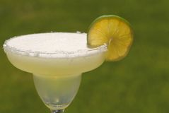 Ein Margaritacocktail mit Kalk stockfotografie
