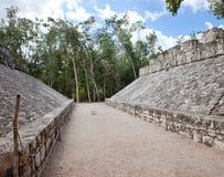 Ein Mayaspielfeld, Yucatan, Mexiko Lizenzfreies Stockfoto