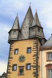 Ein medelival Gebäude, das den Fluss in Frankfurt, Deutschland übersieht Lizenzfreie Stockfotografie