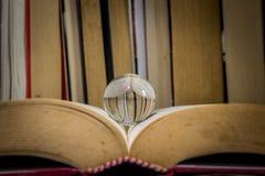 Ein Meditationsball auf einem Buch Stockfotografie