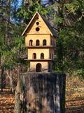 Ein mehrstöckiges Vogelhaus Stockfotografie
