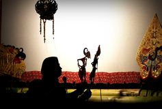 Ein Meister (Puppenspieler) der Javaneseschattenmarionette Stockbild