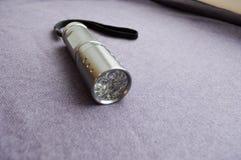 Ein metallisches, glänzend, gemacht von der Taschenlampe des Edelstahls LED Hand Lizenzfreies Stockbild