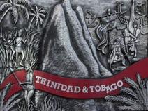 Ein Metallplakettenschnitzen hängt außerhalb des Parlaments-Gebäudes in Port-of-Spain, Trinidad stockbild
