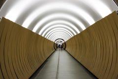 Ein Metrostationsgehweg in Stockholm, Schweden Stockfotos