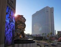 Ein MGM-Löwe bei Tropicana und bei Las Vegas Boulevard Lizenzfreies Stockfoto