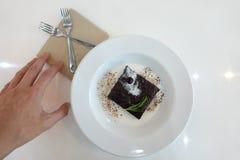 Ein milchiger Schokoladenkuchen stockfotos