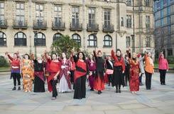 Ein Milliarde steigender greller Pöbel-Tanz in Sheffield lizenzfreies stockfoto