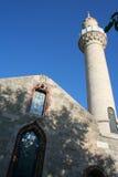 Ein mittelalterlicher Turm und eine Moschee in Bodrum ziehen sich zurück Stockfotografie
