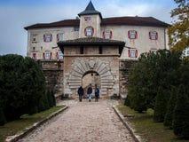 Ein mittelalterliches Schloss in Autumn Color stockbild