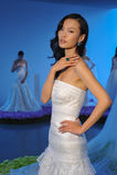Ein Modell wirft während der Brautsammlung Pamella Roland Presentation des Fall-2015 auf Lizenzfreies Stockfoto
