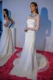 Ein Modell wirft während der Brautsammlung Pamella Roland Presentation des Fall-2015 auf Lizenzfreies Stockbild
