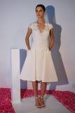 Ein Modell wirft während der Brautsammlung Pamella Roland Presentation des Fall-2015 auf Stockbilder