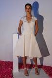 Ein Modell wirft während der Brautsammlung Pamella Roland Presentation des Fall-2015 auf Stockbild