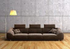 Ein modernes braunes Sofa und eine Lampe Stockfoto