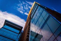 Ein modernes Glasgebäude in im Stadtzentrum gelegenem Baltimore, Maryland Lizenzfreie Stockfotos