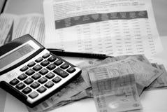Ein Monatszeitplan von Unkosten lizenzfreie stockbilder
