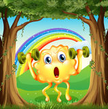 Ein Monster, das am Wald mit Regenbogen im Himmel trainiert Lizenzfreie Stockbilder