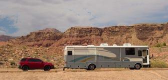 Ein motorhome in der Wüste an der Schluchtschlucht Lizenzfreies Stockfoto