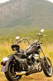 Ein Motorrad an AutoreiseSommerferien Hinterland Australien bereisend Lizenzfreie Stockfotos