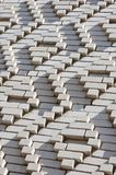 Ein Muster, das von den weißen Ziegelsteinen in Form von Diamanten gemacht wird, formt De Stockfotos