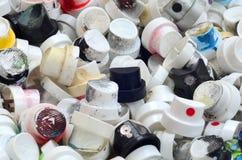 Ein Muster von vielen benutzte und beschmutzte Düsen von den Spraydosen mit Aerosolfarbe Hintergrundbeschaffenheit der Straßenkun Lizenzfreie Stockfotografie