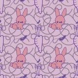 Ein nahtloses Muster mit einem Kaninchen und eine Karotte und ein Lavendel, auf einem purpurroten beschäftigten Hintergrund Lizenzfreies Stockfoto