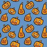 Ein nahtloses Vektormuster mit cartoony Halloween-Kürbisen Stockfotos