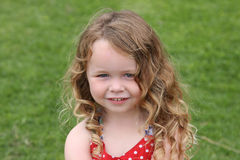 Ein nettes kleines Mädchen stockbild