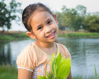 Ein nettes Mädchen im Park Lizenzfreies Stockfoto