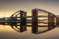 Ein neuer Tag für eine neue Brücke Lizenzfreie Stockbilder