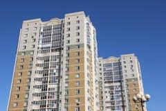 Ein neues mehrstöckiges Gebäude Stockfoto