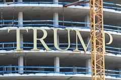 Ein neues Trumpf-Hotel in Punta del Este errichten, Uruguay - April 2017 lizenzfreies stockfoto