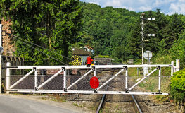 Ein Niveauübergang-Tor auf einem Land-Schienenstrang Lizenzfreie Stockfotos