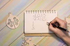 Ein Notizbuch mit der Aufschrift mit 2018 Zielen lizenzfreie stockfotografie