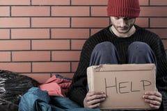 Ein obdachloses Mannbedarfsgeld Stockfotografie